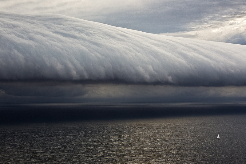 Extreme Weather - a Cloud Wave during the Rolex Sydney Hobart Race